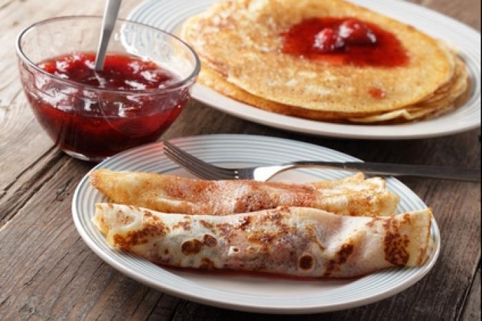 recette-e17089-crepes-et-confiture-de-fruits-rouges