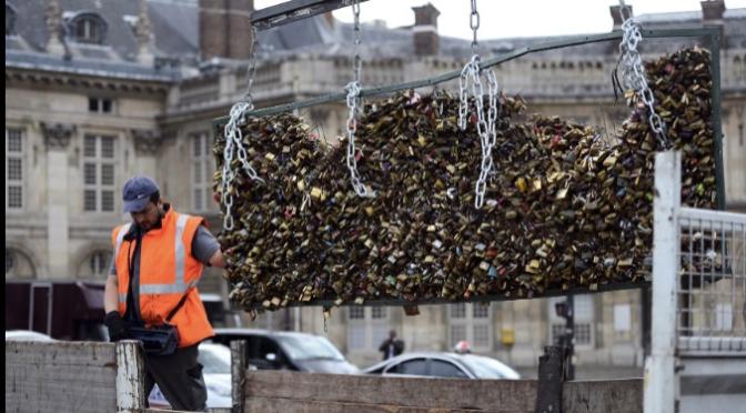 Au Revoir Paris Love Locks