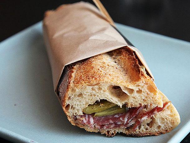 saucisson-sandwich